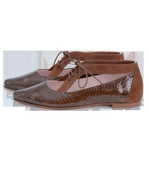 Zapato de señora de coco charol y ante marrón